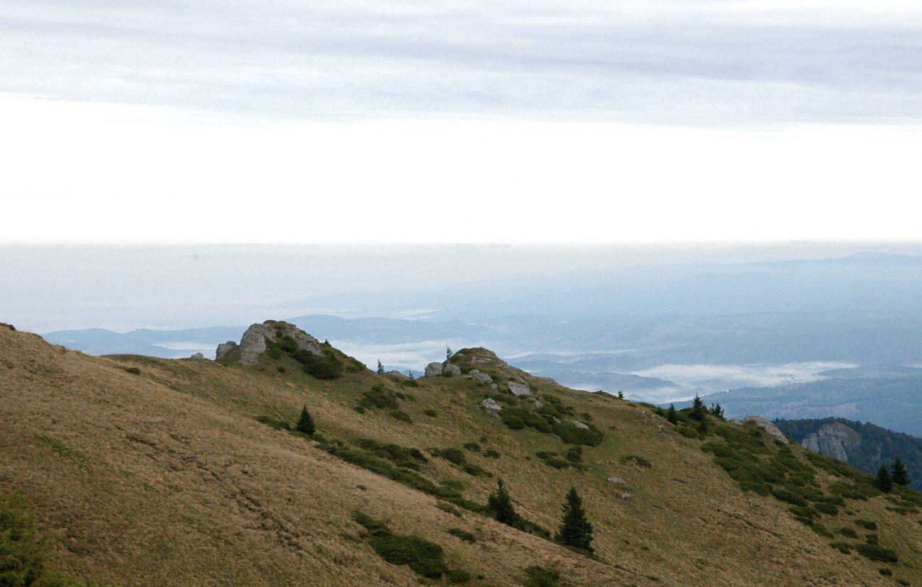 Creste acoperite de nori in Muntii Ciucas