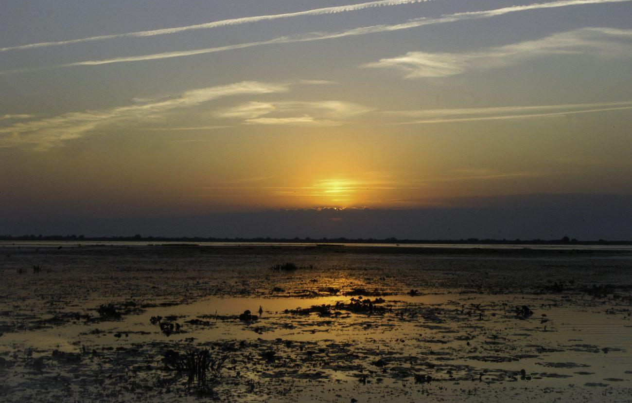 Soare ascund dupa nori in Delta Dunarii