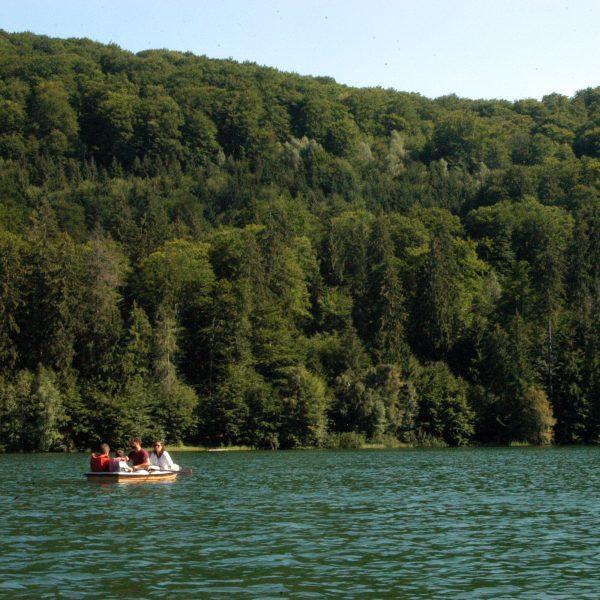 Familie cu barca Lacul Sfanta Ana
